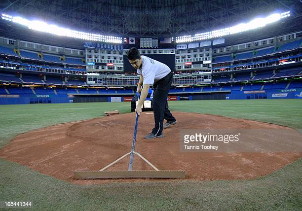 BlueJaysPrepApril 3 2006Nathan Betts a member of the Toronto Blue Jays grounds crew scrapes the clay pitcher's mound in preparation for tomorrow's...