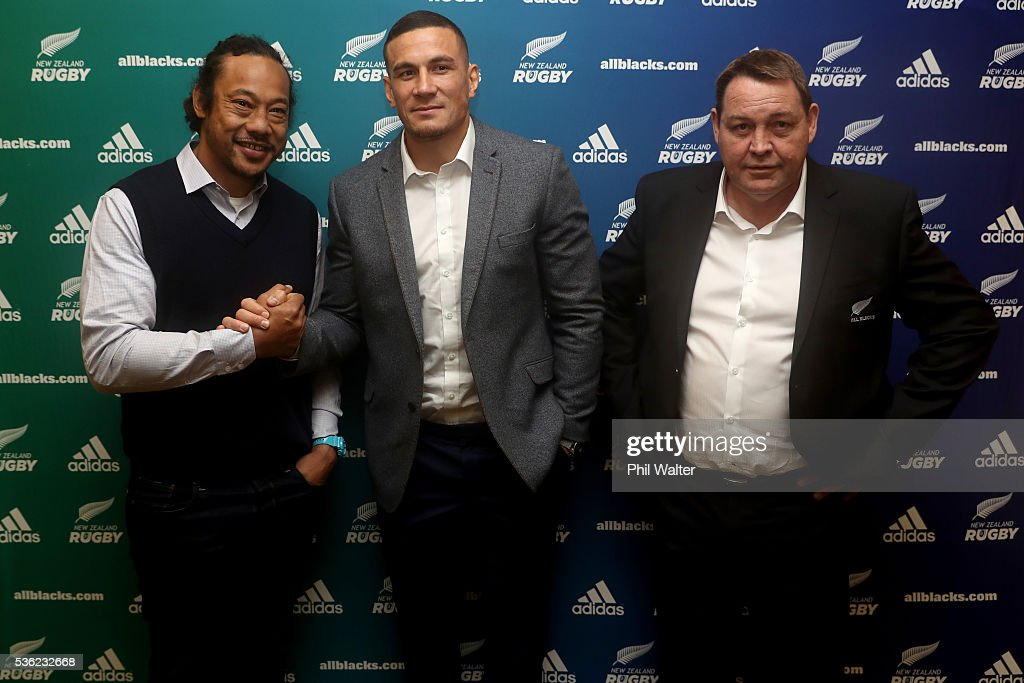 Blues coach <a gi-track='captionPersonalityLinkClicked' href=/galleries/search?phrase=Tana+Umaga&family=editorial&specificpeople=203218 ng-click='$event.stopPropagation()'>Tana Umaga</a>, <a gi-track='captionPersonalityLinkClicked' href=/galleries/search?phrase=Sonny+Bill+Williams&family=editorial&specificpeople=204424 ng-click='$event.stopPropagation()'>Sonny Bill Williams</a> and All Black coach <a gi-track='captionPersonalityLinkClicked' href=/galleries/search?phrase=Steve+Hansen&family=editorial&specificpeople=228915 ng-click='$event.stopPropagation()'>Steve Hansen</a> shake hands following a press conference at the Heritage Hotel on June 1, 2016 in Auckland, New Zealand. <a gi-track='captionPersonalityLinkClicked' href=/galleries/search?phrase=Sonny+Bill+Williams&family=editorial&specificpeople=204424 ng-click='$event.stopPropagation()'>Sonny Bill Williams</a> announced today he has signed a three year contract with New Zealand Rugby.