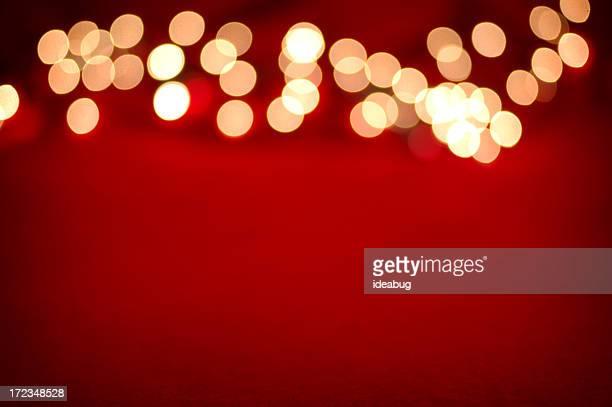 Lumières floues sur rouge