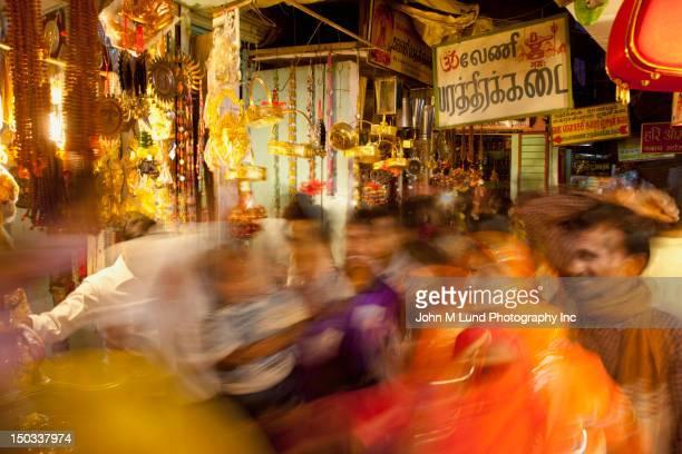 ぼやけた景色をインド市場、インド・ラージャスターン州)