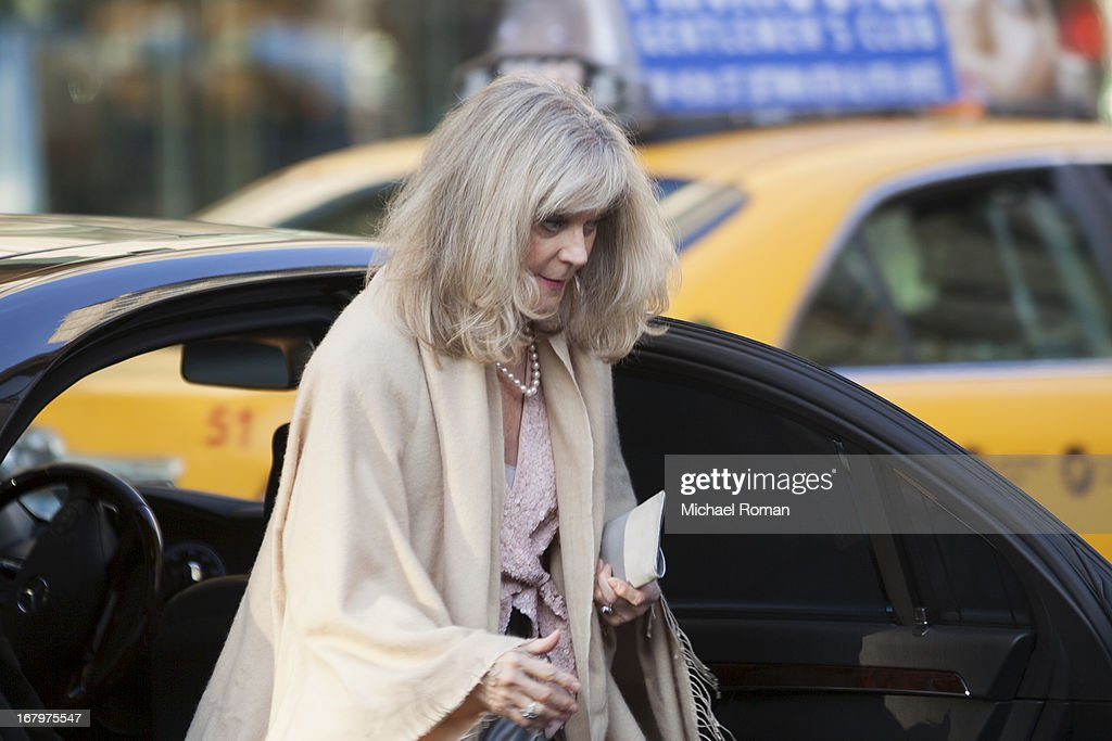 <a gi-track='captionPersonalityLinkClicked' href=/galleries/search?phrase=Blythe+Danner&family=editorial&specificpeople=171210 ng-click='$event.stopPropagation()'>Blythe Danner</a> attends the 40th Anniversary Chaplin Award Gala at Avery Fisher Hall at Lincoln Center for the Performing Arts on April 22, 2013 in New York City.