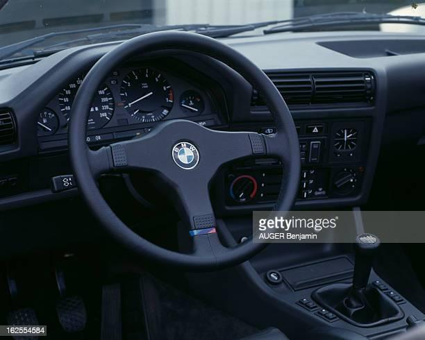 Bmw M3 Le 17 juillet 1987 le tableau de bord le volant et le levier de vitesse de la voiture BMW M3 à l'intérieur