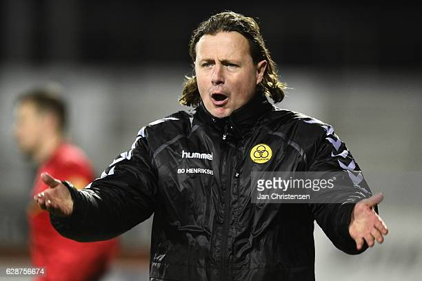 Bo Henriksen head coach of AC Horsens celebrates during the Danish Alka Superliga match between AC Horsens and AaB Aalborg at Casa Arena Horsens on...