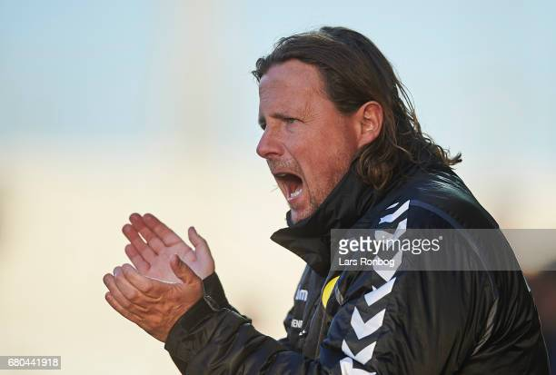 Bo Henriksen head coach of AC Horsens gestures during the Danish Alka Superliga match between AC Horsens and Randers FC at Casa Arena on May 8 2017...