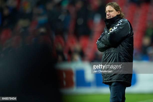 Bo Henriksen head coach of AC Horsens looks dejected after the Danish Alka Superliga match between FC Copenhagen and AC Horsens at Telia Parken...