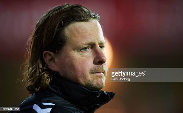 Bo Henriksen head coach of AC Horsens looks on during the Danish Alka Superliga match between Randers FC and AC Horsens at BioNutria Park on April 7...