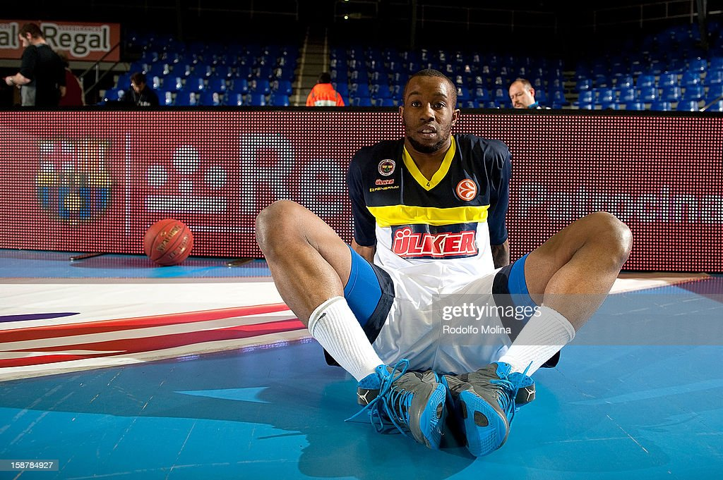 Bo McCalebb, #4 of Fenerbahce Ulker Istanbul stretching before the 2012-2013 Turkish Airlines Euroleague Top 16 Date 1 between FC Barcelona Regal v Fenerbahce Ulker Istanbul at Palau Blaugrana on December 28, 2012 in Barcelona, Spain.
