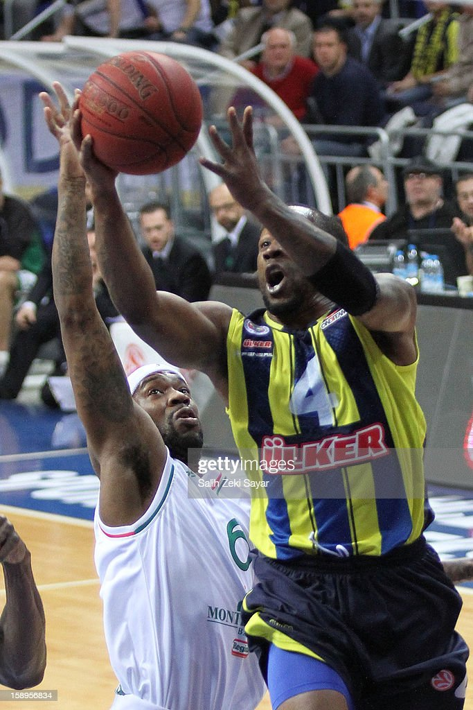 Bo McCalebb #4 of Fenerbahce Ulker competes with Bobby Brown #6 of Montepaschi Siena during the 2012-2013 Turkish Airlines Euroleague Top 16 Date 2 between Fenerbahce Ulker Istanbul v Montepaschi Siena at Fenerbahce Ulker Sports Arena on January 4, 2013 in Istanbul, Turkey.