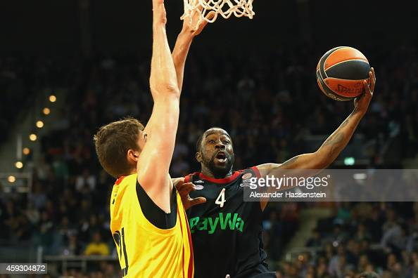 Bo McCaleeb of Bayern Muenchen in action with Tibor Pleiss of Barcelona during the Euroleague Basketball match between FC Bayern Munich and FC...