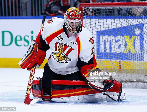 Bo Taylor of the Baie Comeau Drakkar makes a save against the Quebec Remparts during their QMJHL hockey game at the Centre Videotron on October 14...