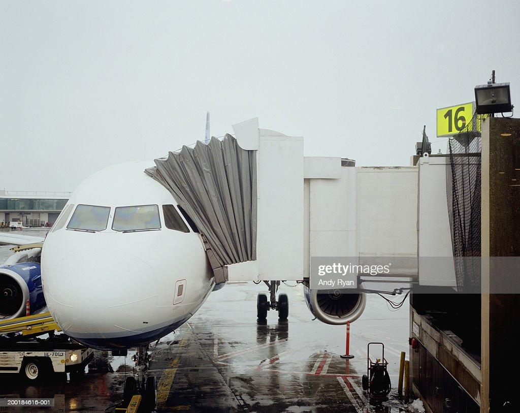 Boarding passageway connected to airplane door : Stock Photo & Boarding Passageway Connected To Airplane Door Stock Photo   Getty ... Pezcame.Com