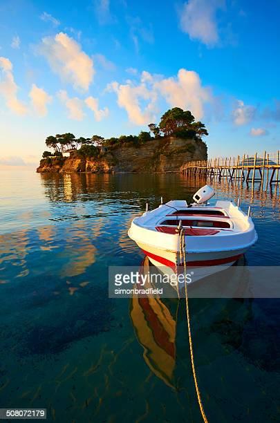 Boot und Agios Sostis Island, Zakynthos