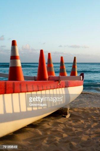 Boat on the beach, Waikiki Beach, Honolulu, Oahu, Hawaii Islands, USA : Foto de stock