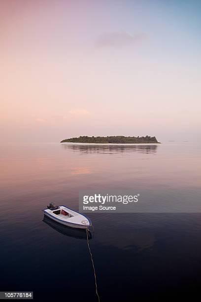 Boot auf dem Meer, Havodigalaa Island, South Huvadhu Atoll, Malediven