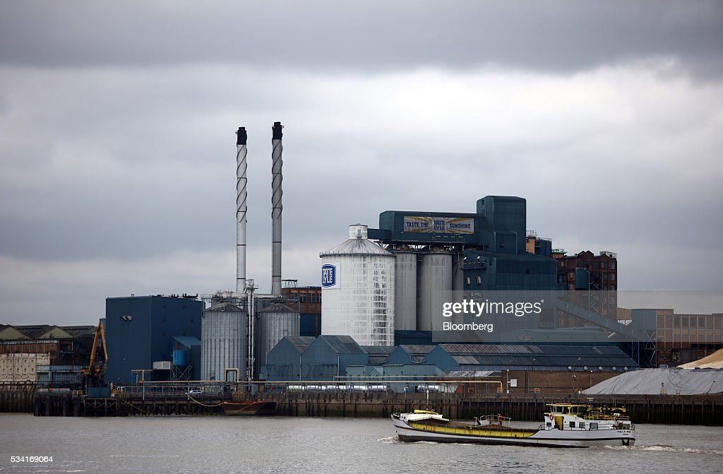 A boat passes the Tate & Lyle Plc Thames Refinery, operated by American Sugar Holdings (ASR) Group, in London, U.K., on Wednesday, May 25, 2016. Tate & Lyle will report full year earnings on Thursday, May 26. Photographer: Chris Ratcliffe/Bloomberg via Getty Images