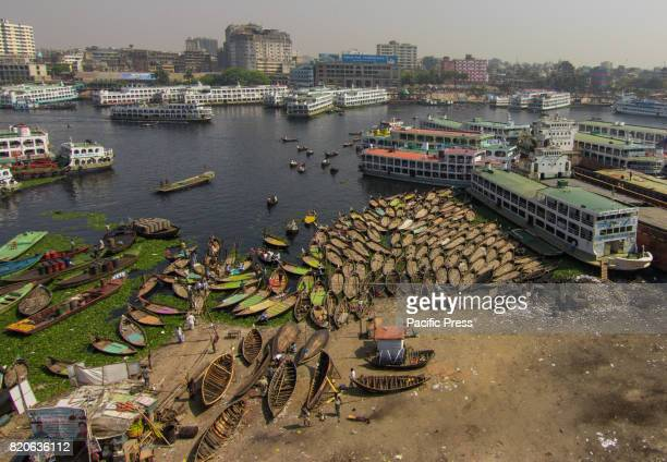 SADARGHAT DHAKA BANGLADESH Boatmen on their wooden boats are ready to carry workers from the outskirts to their jobs in the centre of the city The...