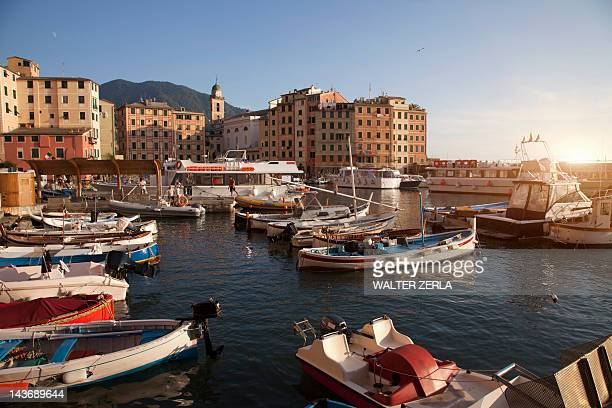 Imbarcazioni, ormeggiata nella urban molo