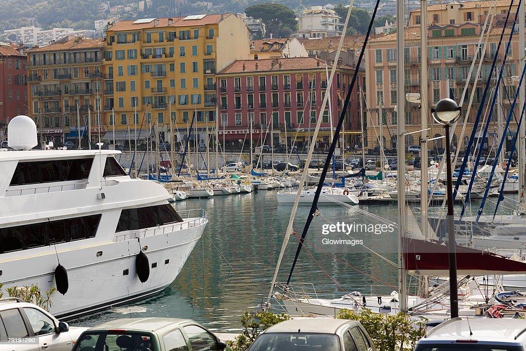 Boats moored at a harbor, Bassin Lympia, Nice, France : Foto de stock