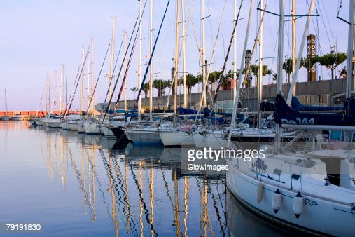 Boats moored at a port, Port Vell, Barcelona, Spain : Foto de stock