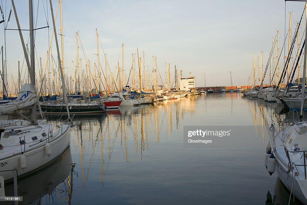 Boats moored at a port, Port Vell, Barcelona, Spain : Foto de stock