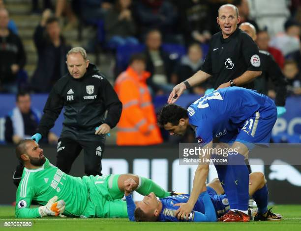 Boaz Myhill of West Bromwich Albion clashes with Jamie Vardy of Leicester City as Vicente Iborra of Leicester City attends during the Premier League...