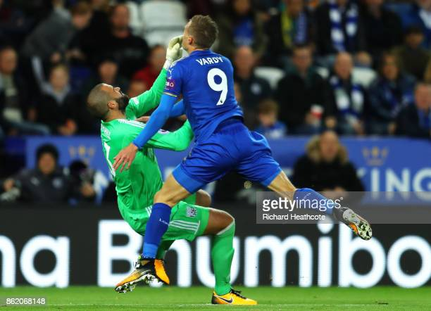 Boaz Myhill of West Bromwich Albion clashes with Jamie Vardy of Leicester City during the Premier League match between Leicester City and West...