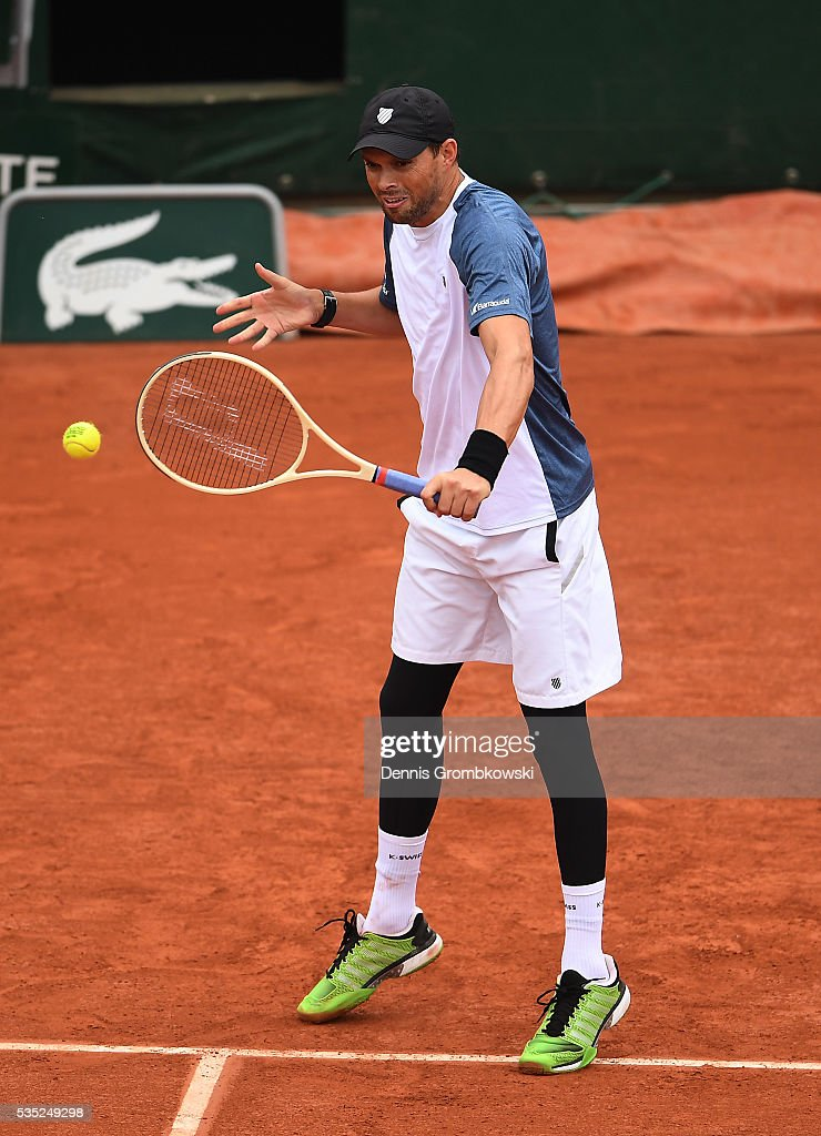 <a gi-track='captionPersonalityLinkClicked' href=/galleries/search?phrase=Bob+Bryan+-+Tennis+Player&family=editorial&specificpeople=203335 ng-click='$event.stopPropagation()'>Bob Bryan</a> of the United States hits a backhand during the Men's Doubles third round match against Radek Stepanek of Czech Republic and Nenad Zimonjic of Serbia on day eight of the 2016 French Open at Roland Garros on May 29, 2016 in Paris, France.