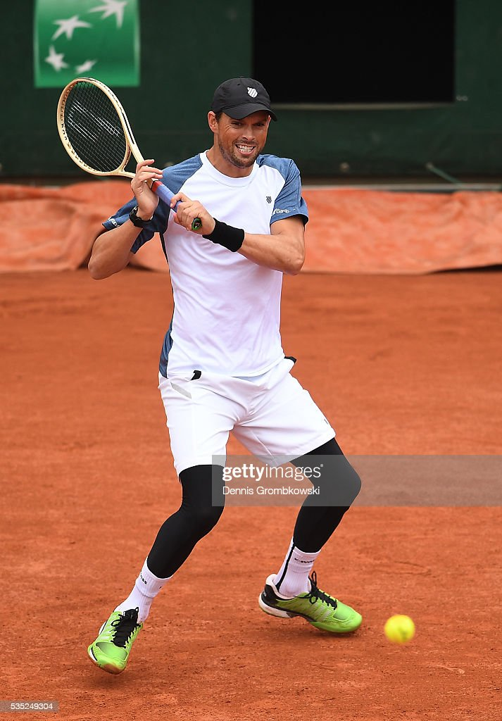 <a gi-track='captionPersonalityLinkClicked' href=/galleries/search?phrase=Bob+Bryan+-+Tennis+Player&family=editorial&specificpeople=203335 ng-click='$event.stopPropagation()'>Bob Bryan</a> of the United States hits a forehand during the Men's Doubles third round match against Radek Stepanek of Czech Republic and Nenad Zimonjic of Serbia on day eight of the 2016 French Open at Roland Garros on May 29, 2016 in Paris, France.