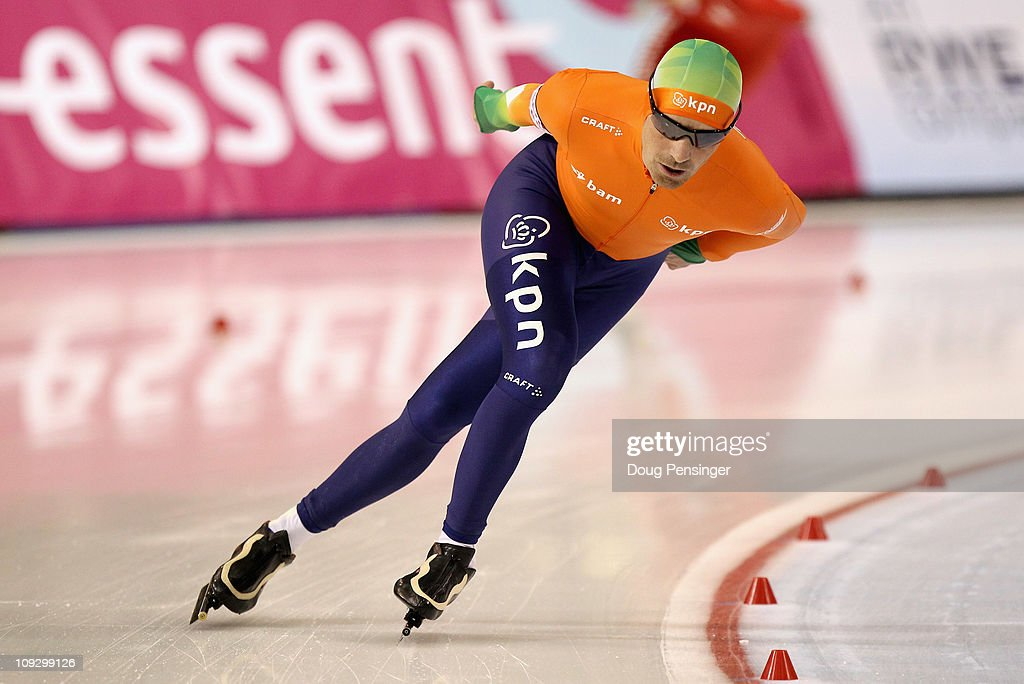 <a gi-track='captionPersonalityLinkClicked' href=/galleries/search?phrase=Bob+de+Jong&family=editorial&specificpeople=822252 ng-click='$event.stopPropagation()'>Bob de Jong</a> of The Netherlands skates to first place in the Men's 10000m at the Essent ISU Speed Skating World Cup Salt Lake City at the Utah Olympic Oval on February 19, 2011 in Kearns, Utah.