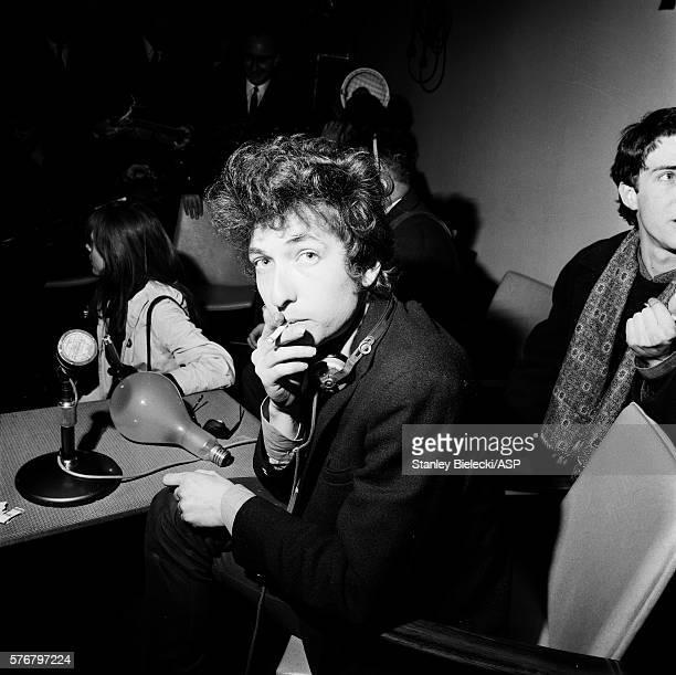 Bob Dylan at a press conference London 1965