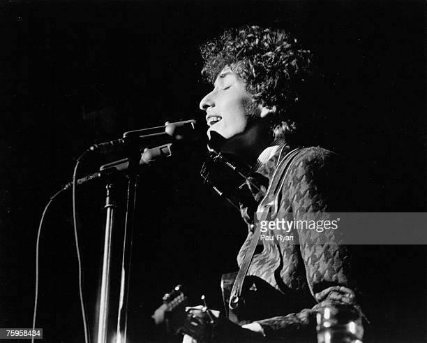 Bob Dylan plays a Fender Stratocaster electric guitar as he performs onstage at the Community Theater on December 4 1965 in Berkeley California