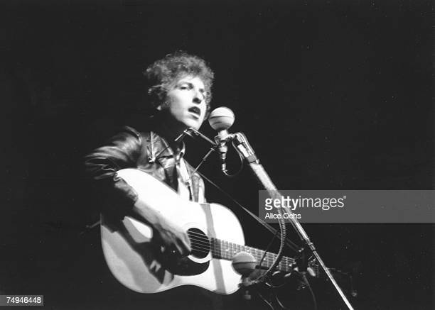 Bob Dylan plays a Gibson acoustic guitar as he performs on stage at the Newport Folk Festival at Freebody Park on July 25 1965 in Newport Rhode...