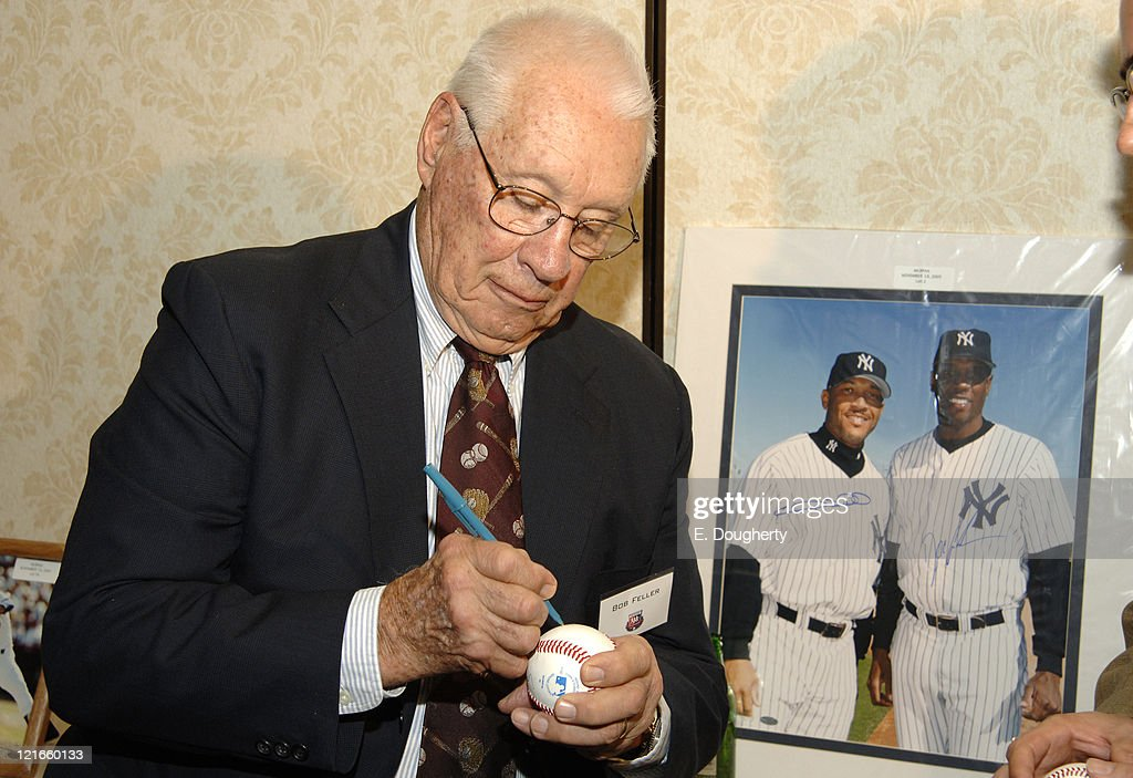 Bob Feller, Hall of Fame pitcher from the Cleveland Indians from 1936 to 1956, at The 6th Annual Major League Baseball Players Alumni Dinner, ath the Hilton New York, on November 18, 2005