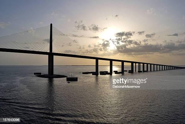 Bob Graham Pont Sunshine Skyway de Tampa Bay, Floride, au crépuscule