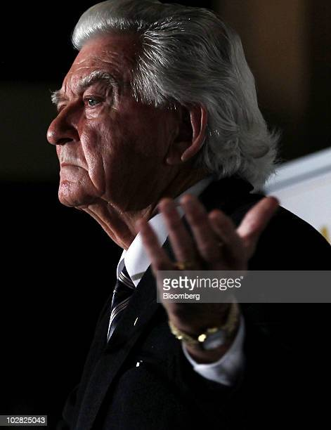 Bob Hawke former prime minister of Australia gestures during the launch of the book 'Hawke The Prime Minister' by Blanche d'Alpuget in Sydney...