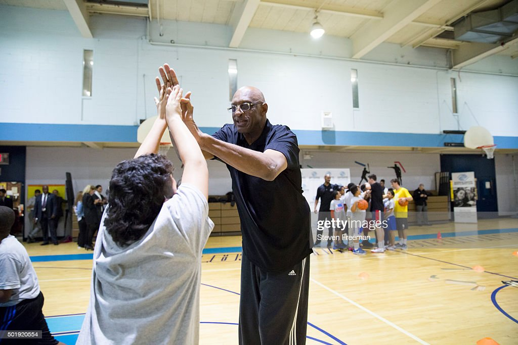 Bob Lanier of the New York Knicks participates at an NBA Cares clinic for Good Morning America at the Madison Square Boys and Girls Club on December 12, 2015 in Bronx, New York.