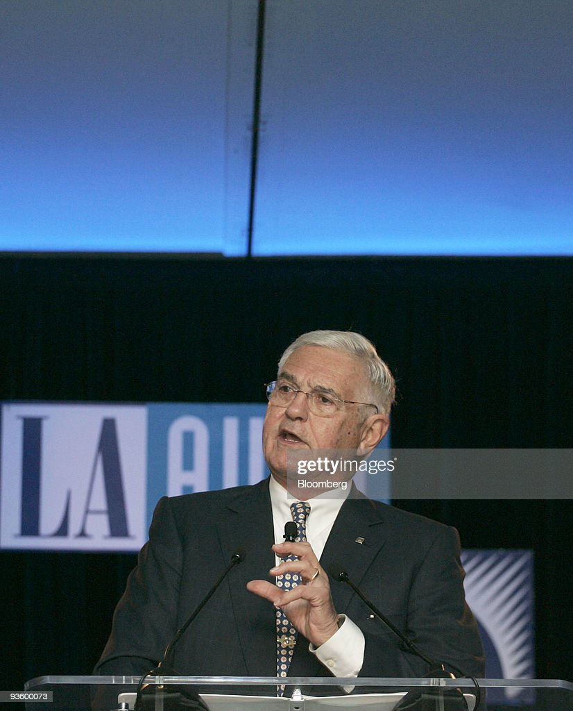 <a gi-track='captionPersonalityLinkClicked' href=/galleries/search?phrase=Bob+Lutz&family=editorial&specificpeople=226686 ng-click='$event.stopPropagation()'>Bob Lutz</a>, vice chairman of General Motors Co., delivers a keynote address in place of former GM Chief Executive Officer Fritz Henderson, who resigned yesterday, during the 2009 LA Auto Show at the Los Angeles Convention Center in Los Angeles, California, U.S., on Wednesday, Dec. 2, 2009. GM employees will 'do our duty' and focus on producing better cars after being 'surprised' by Henderson's departure, Lutz said. Photographer: Jonathan Alcorn/Bloomberg via Getty Images
