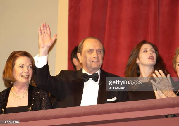 Bob Newhart entering the Kennedy Center Concert Hall to receive the 5th Annual Mark Twain Prize
