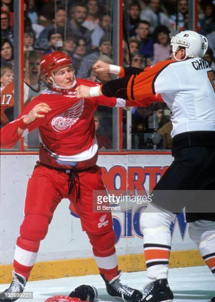 Bob Probert of the Detroit Red Wings fights with Jeff Chychrun of the Philadelphia Flyers circa 1990 at the Spectrum in Philadelphia Pennsylvania