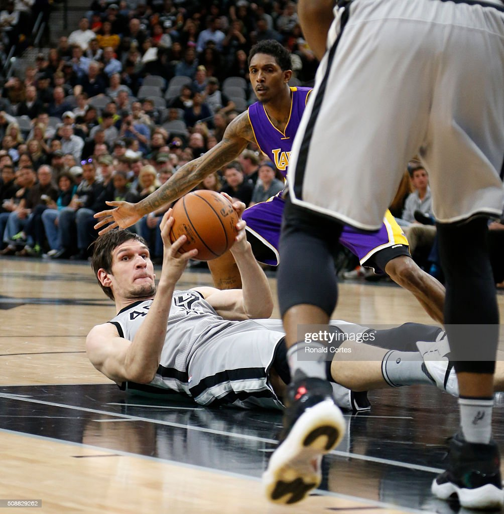 Boban Marjanovic #40 of the San Antonio Spurs looks to pass against the Los Angeles at AT&T Center on February 6, 2016 in San Antonio, Texas.