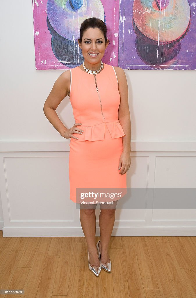 <a gi-track='captionPersonalityLinkClicked' href=/galleries/search?phrase=Bobbie+Thomas&family=editorial&specificpeople=797716 ng-click='$event.stopPropagation()'>Bobbie Thomas</a> attends the launch party for 'The Power Of Style' at Georgetown Cupcake Los Angeles on April 29, 2013 in Los Angeles, California.