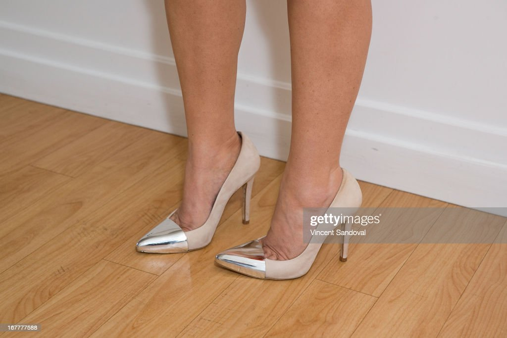 <a gi-track='captionPersonalityLinkClicked' href=/galleries/search?phrase=Bobbie+Thomas&family=editorial&specificpeople=797716 ng-click='$event.stopPropagation()'>Bobbie Thomas</a> (shoe detail) attends the launch party for 'The Power Of Style' at Georgetown Cupcake Los Angeles on April 29, 2013 in Los Angeles, California.