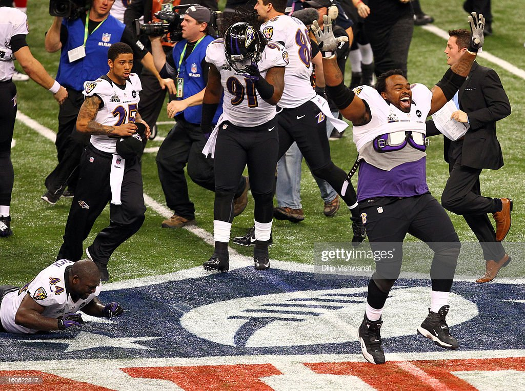 Bobbie Williams and teammate Vonta Leach of the Baltimore Ravens celebrate their win against the San Francisco 49ers during Super Bowl XLVII at the...