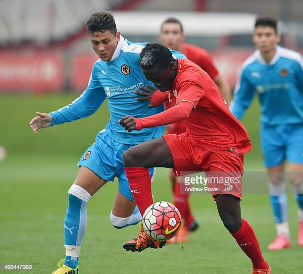 Bobby Adekanye of Liverpool competes with Brandon Ball of Wolverhampton Wanderers during the Barclays U18 Premier League match between Liverpool U18...
