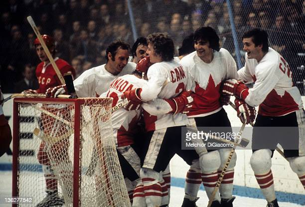 Bobby Clarke Paul Henderson Dennis Hull JP Parise and Pete Mahovlich celebrate Henderson's game winning goal against the Soviet Union during Game 7...