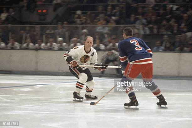 Bobby Hull of the Chicago Blackhawks looks for the pass