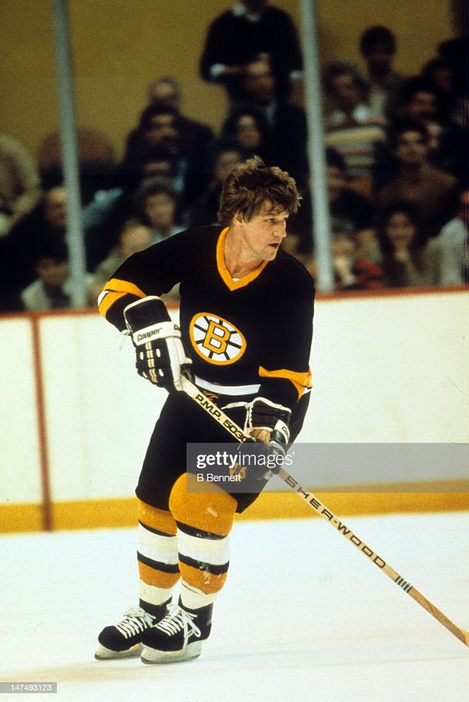 <a gi-track='captionPersonalityLinkClicked' href=/galleries/search?phrase=Bobby+Orr&family=editorial&specificpeople=204573 ng-click='$event.stopPropagation()'>Bobby Orr</a> #4 of the Boston Bruins skates on the ice during an NHL game circa 1975.