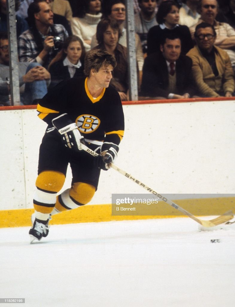 <a gi-track='captionPersonalityLinkClicked' href=/galleries/search?phrase=Bobby+Orr&family=editorial&specificpeople=204573 ng-click='$event.stopPropagation()'>Bobby Orr</a> #4 of the Boston Bruins skates with the puck during an NHL game circa 1975.