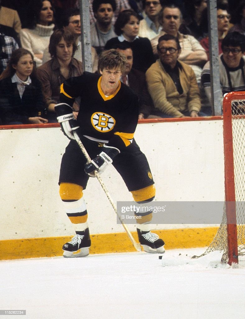 Bobby Orr of the Boston Bruins waits behind the net with the puck during an NHL game circa 1975