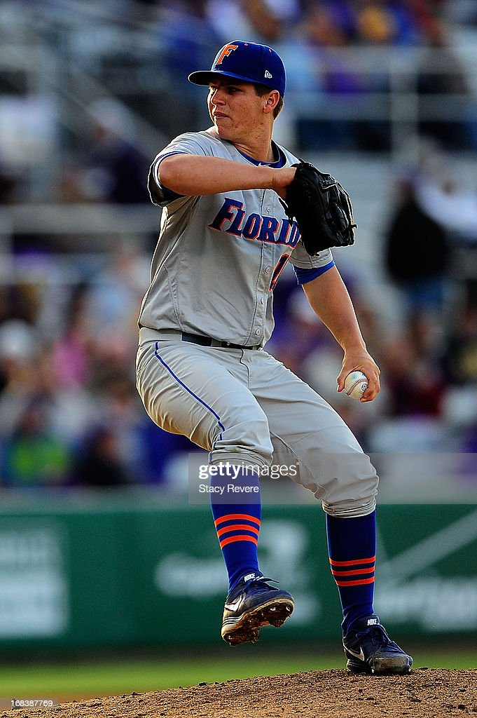 Bobby Poyner #14 of the Florida Gators throws a pitch against the LSU Tigers during a game at Alex Box Stadium on May 3, 2013 in Baton Rouge, Louisiana.